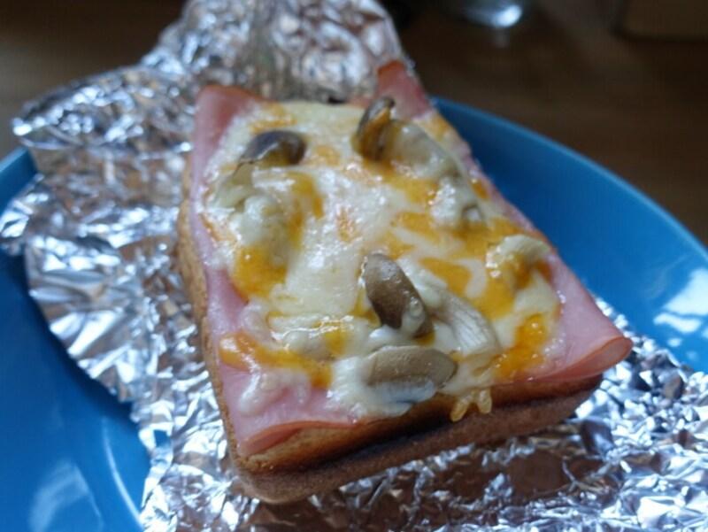 甘みのあるパンにチーズが合いますね!