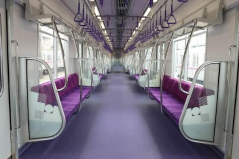 車内は紫のトーンオントーン配色