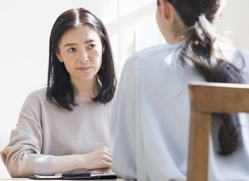 お悩み:結婚しろとうるさい割に、婚活の邪魔をしてくる母親にイライラします