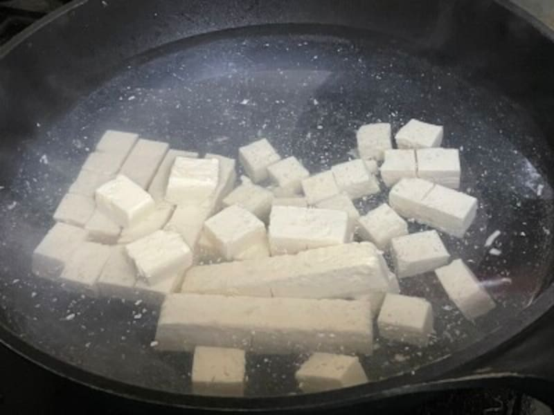 茹でて豆腐の水切り