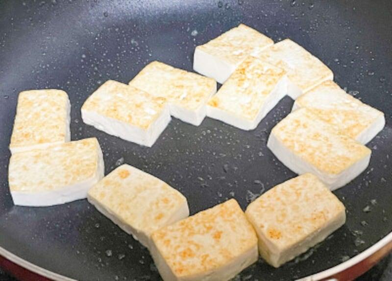 豆腐チャンプルー用の豆腐の焼き方