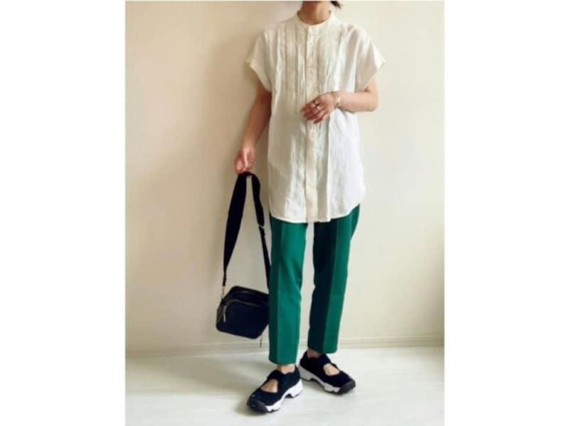 素材にハリのある半袖シャツは二の腕が目立ちにくいです 出典:WEAR
