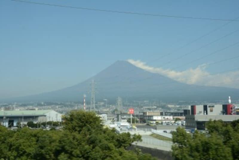 新富士駅に停車する直前の車窓