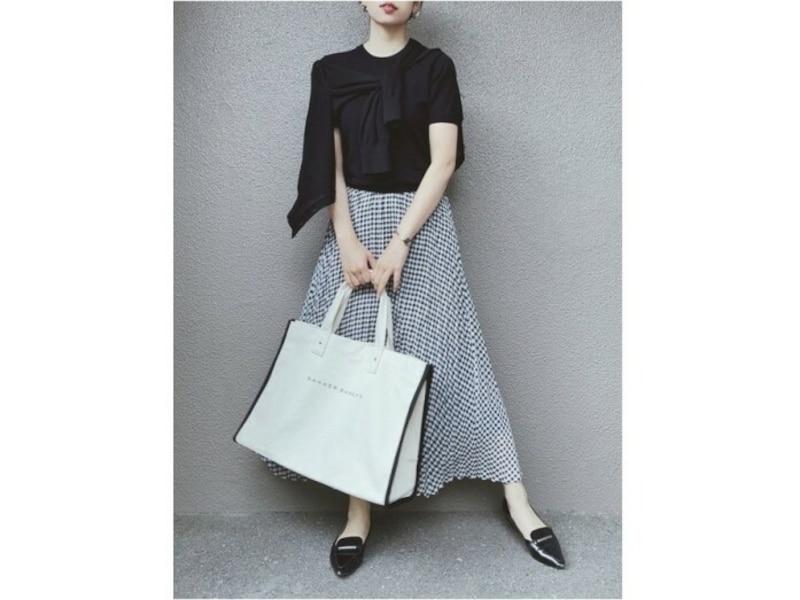【OKコーデ】プチプラなGUスカートもシックな色合いなら大人っぽい印象で着られます 出典:WEAR