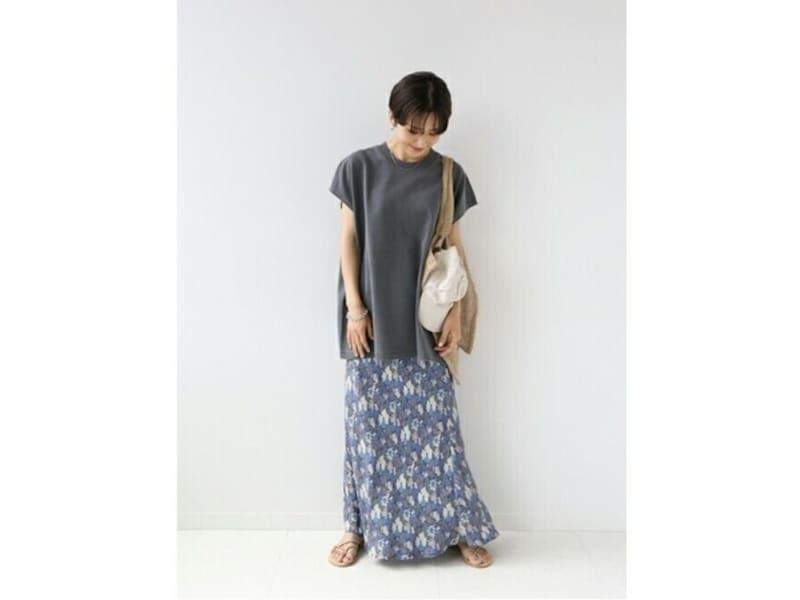 マーメイドシルエットのスカートならより女性らしいラインでおすすめ 出典:WEAR