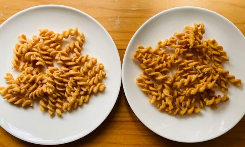 左がチーズ味、右がカレー味