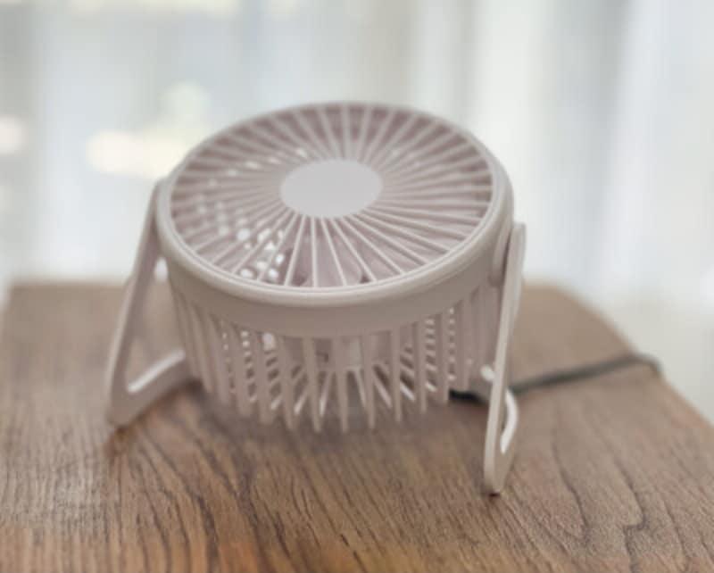 ダイソーのミニ扇風機