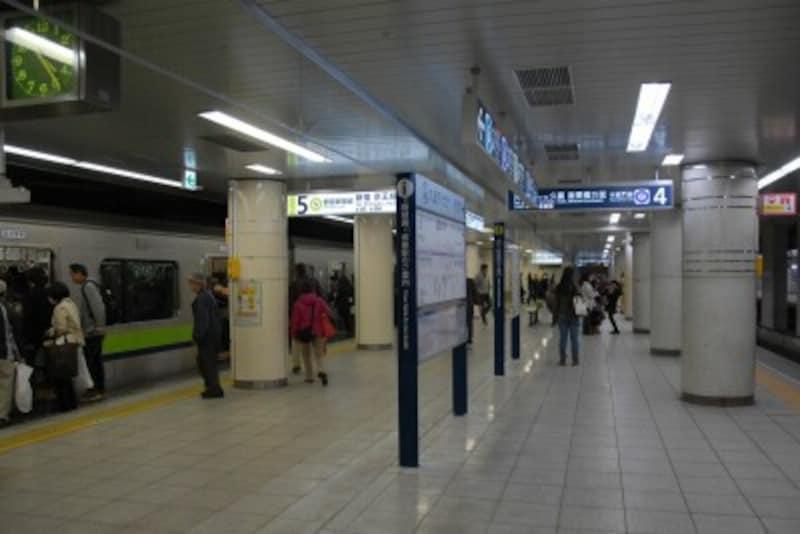 九段下駅4&5番線ホーム