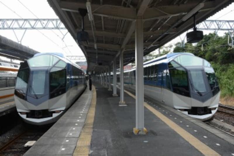 賢島駅で並ぶ「しまかぜ」