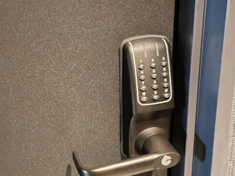 カードキー不要の暗証番号式の客室ロック