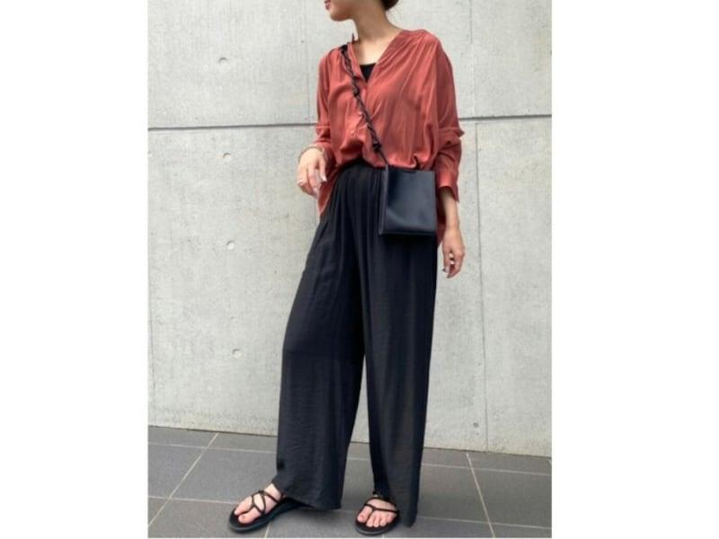 【OKコーデ】スカート見えするような、ヒップの形が出にくいパンツを選ぶのも手です