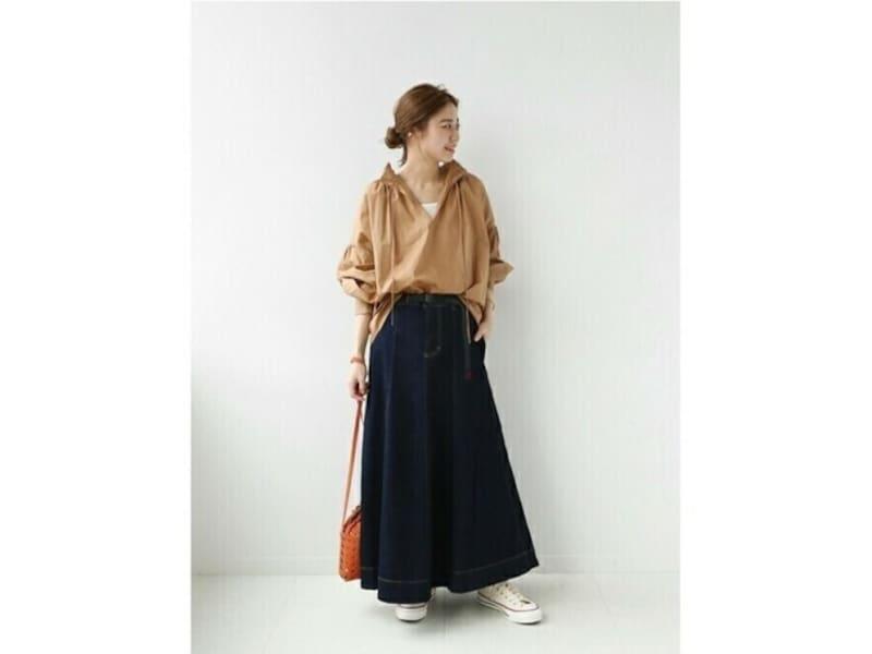 【OKコーデ】足首までしっかり隠れるフルレングス丈のロングスカートは使いやすい 出典:WEAR