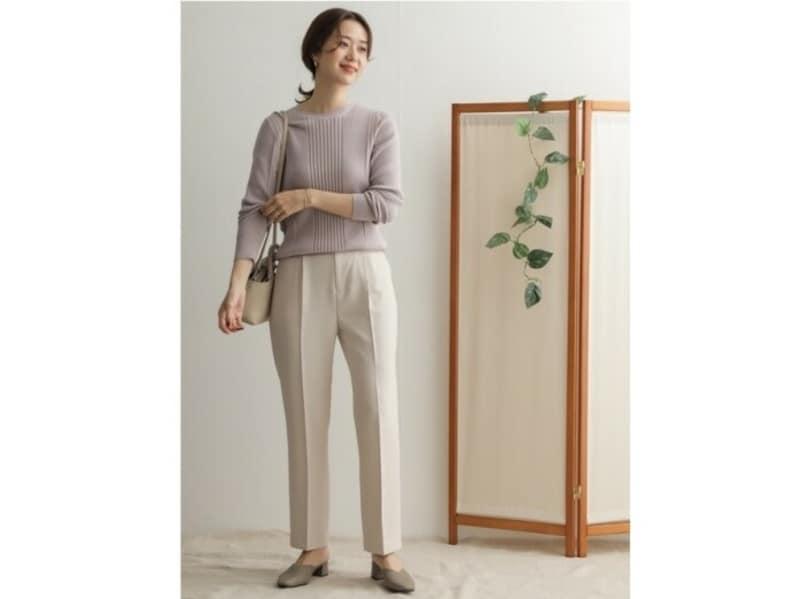 【OKコーデ】ベージュコーデは颯爽として見えるパンツで取り入れるのもおすすめ 出典:WEAR