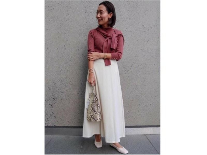 【OKコーデ】コンサバなアンサンブルニットをロングスカートで絶妙に今っぽくおしゃれなバランスに