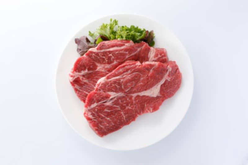 肉(赤身)には100gあたり約20gのたんぱく質が含まれています。