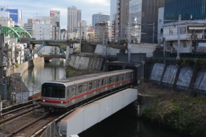 神田川を渡る02系