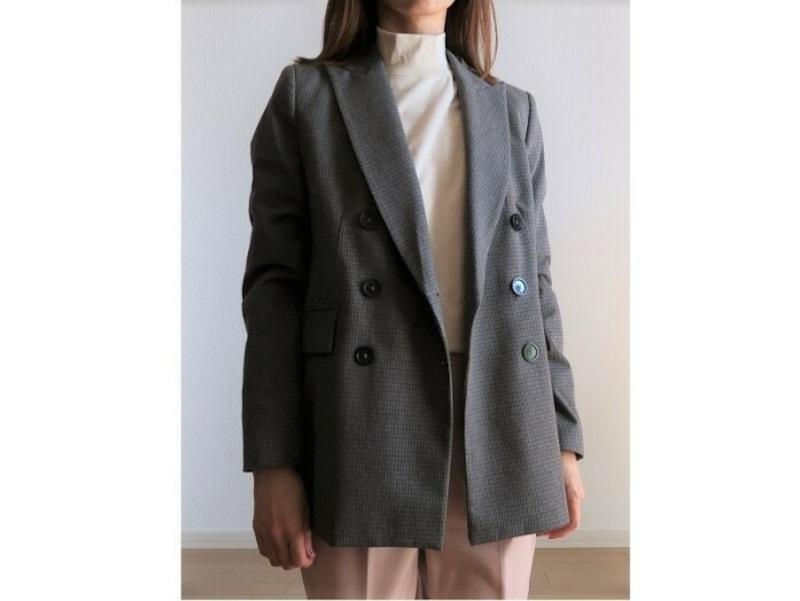 ジャケットのインナーに一枚で着る時におすすめ