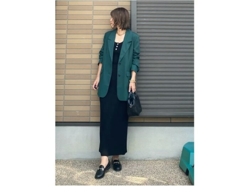 【OKコーデ】ニット素材のスカートはシルエットのきれいさが重要 出典:WEAR
