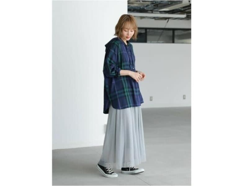 同系色でロングスカートに合わせるのもおすすめ 出典:WEAR