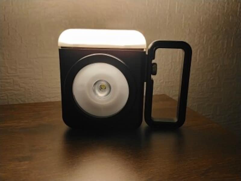 ランタンの優しい灯りは、夜のくつろぎの時間にぴったり