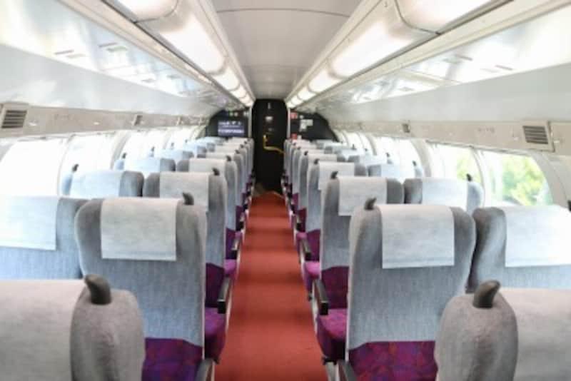 最新型E235系のグリーン車車内