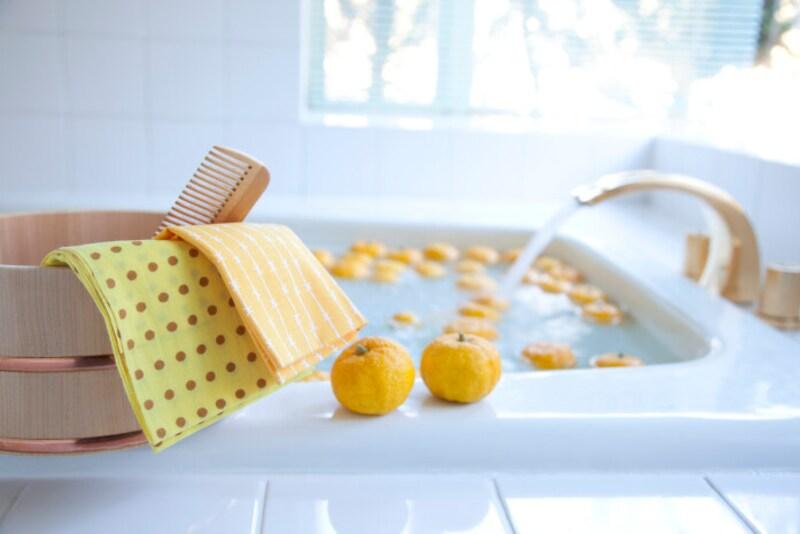 ゆず湯・柚子風呂 冬至にはゆず湯(柚子風呂)に入る風習がある