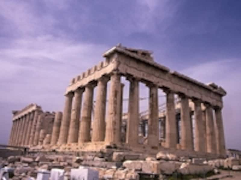 女神アテナを祀るパルテノン神殿。ユネスコのマークはこの神殿の円柱部分にUNESCOの文字を配してデザインされている ©牧哲雄