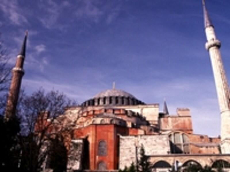 アヤソフィア。正教会の中心として東ローマ帝国の心臓部となっていたが、16世紀にオスマン帝国がこの地を征服した後はモスクに改修された