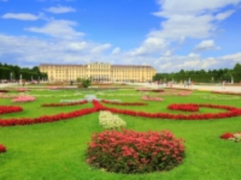 シェーンブルン宮殿本館と庭園グレート・パルテール