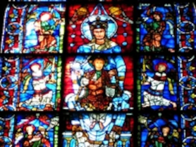 シャルトル大聖堂の『美しき絵ガラスの聖母』