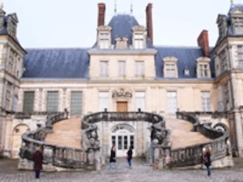 フォンテーヌブロー宮殿の白馬の中庭