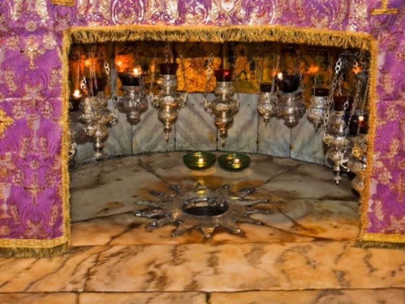 「イエスの生誕地:ベツレヘムの聖誕教会と巡礼路」、イエス生誕の地を記念するベツレヘムの星