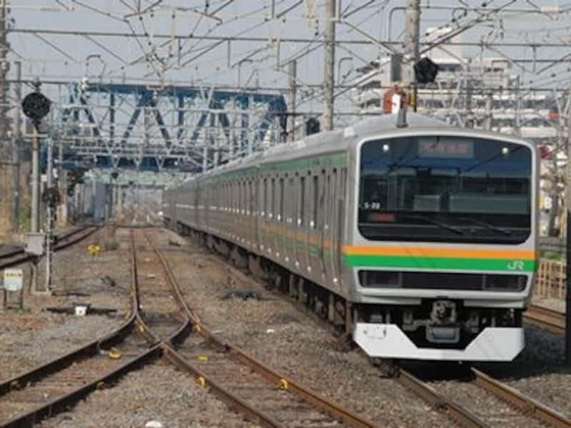 東海道本線を走る15両編成の電車の中でクロスシートはごく僅かだ