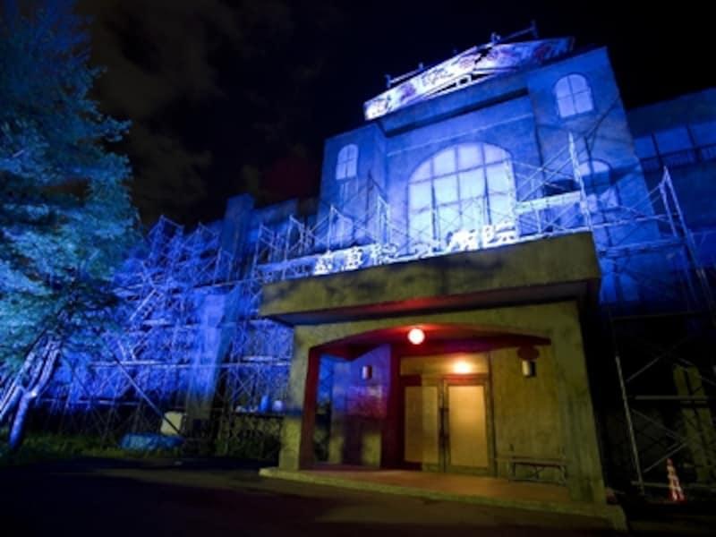 富士急ハイランドの「最恐戦慄迷宮」。夜はさらに不気味……