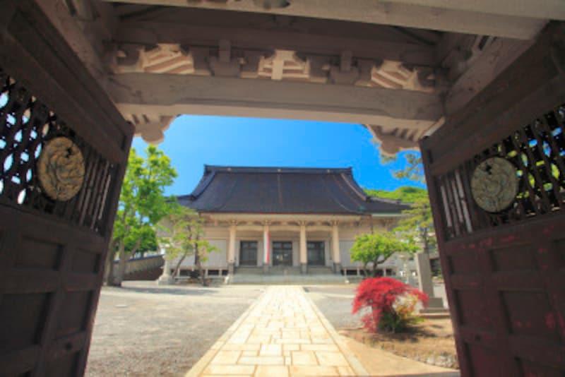 山門から望む東本願寺函館別院
