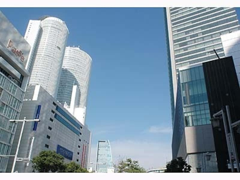 超高層ビルが建ち並ぶ名古屋駅前