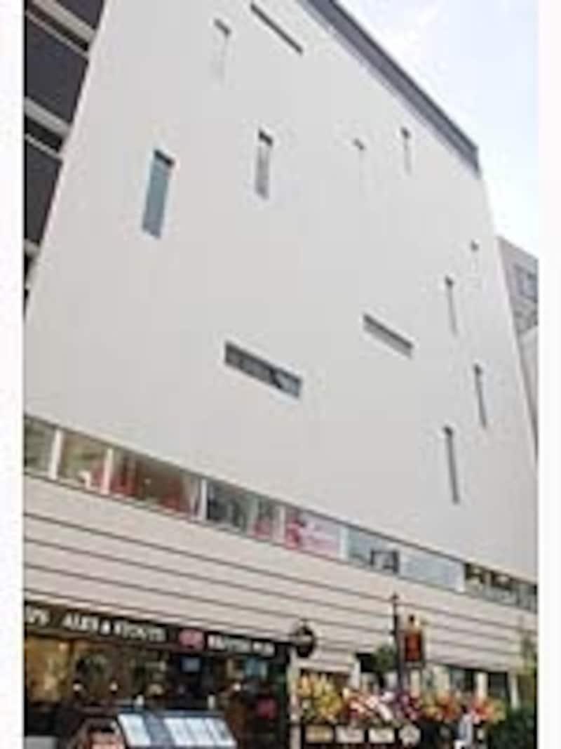 大名古屋ビルヂング裏に2009年4月オープンした「M三(エムサン)ダイニングビル」。名古屋初進出の「焼肉undefined叙々苑」はじめ名古屋コーチンを使った鶏料理居酒屋、ラグジュアリーなカラオケ店、アイリッシュパブなどが入居する