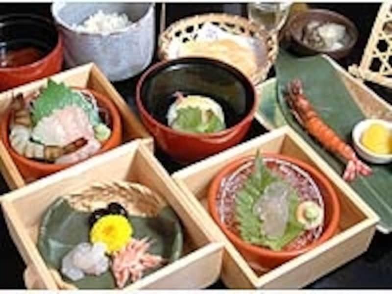 えびせんべいと同じ食材を使う「桂新堂」の海老づくしランチは1日20食限定。これで1050円は安い!