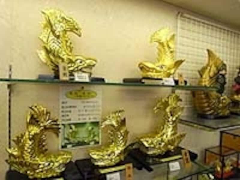 おみやげで最も高価なのは純金箔鯱で何と4万2500円(!)。売店のオジさんいわく「年に1個くらい売れるよ」、ってホント~?