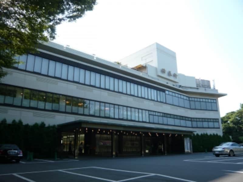 不忍池を一望できる高台に建つ『上野精養軒』