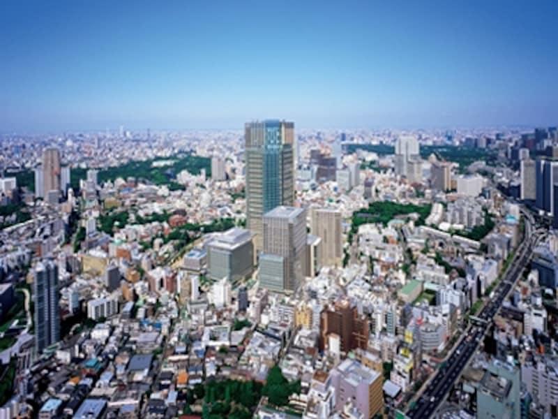 上空から見た六本木も、10年前に比べると相当変わりました。中央の高層ビルはランドマークの一つ『東京ミッドタウン』のシンボルタワー