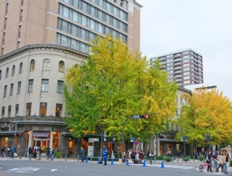ニュースパーク(日本新聞博物館)は、昭和初期に竣工した歴史的建造物「旧横浜商工奨励館」を低層階に含む複合施設「横浜情報文化センター」内にあります(2014年11月24日撮影)