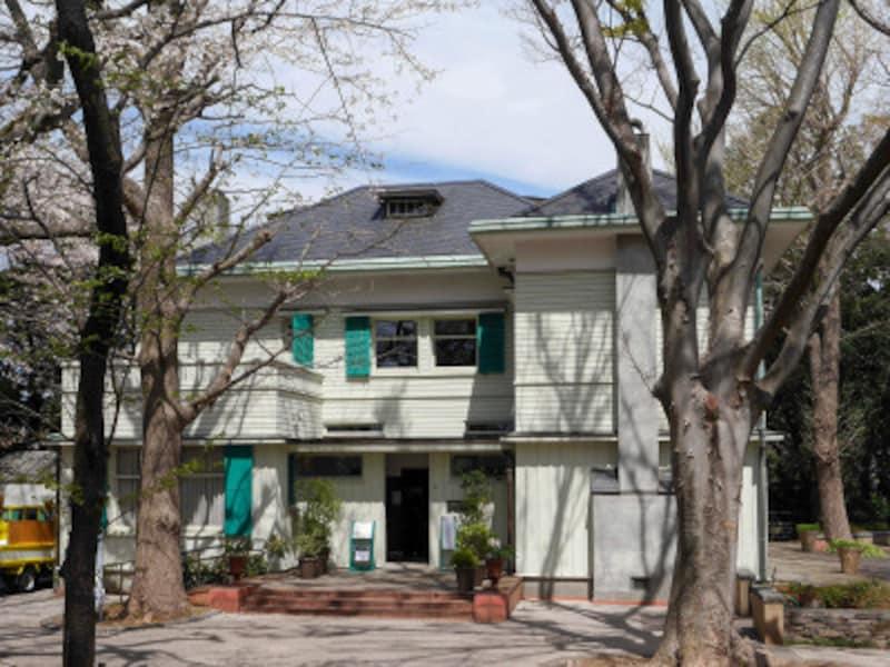 緑に囲まれたエリスマン邸(2019年4月5日撮影)