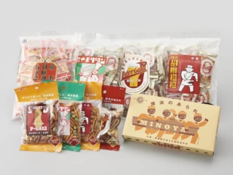 「横浜のあられ詰め合わせ(4種セット800円税別)」。横浜ならではの4つの味わいがスタイリッシュなデザインの箱に入っています。このほか、個包装された大袋も(画像提供:ヨコハマ・グッズ横濱001)
