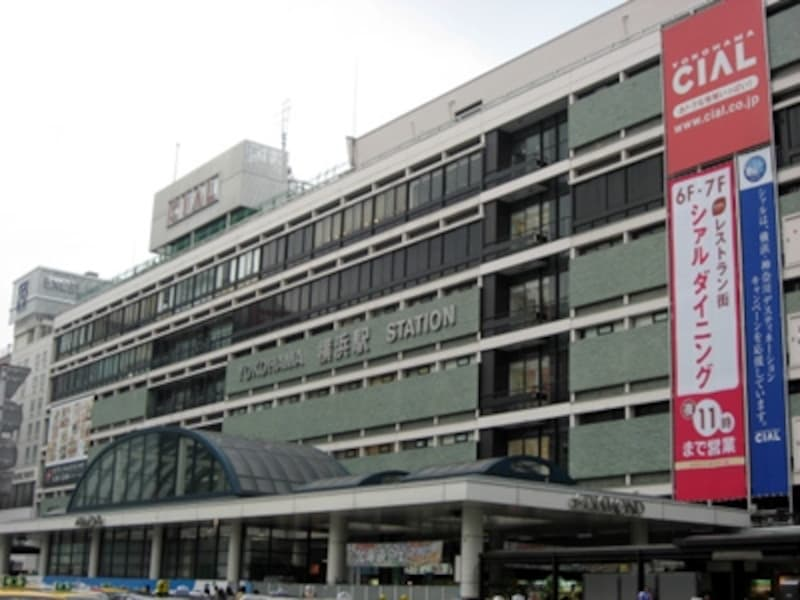 西口から見た横浜駅舎