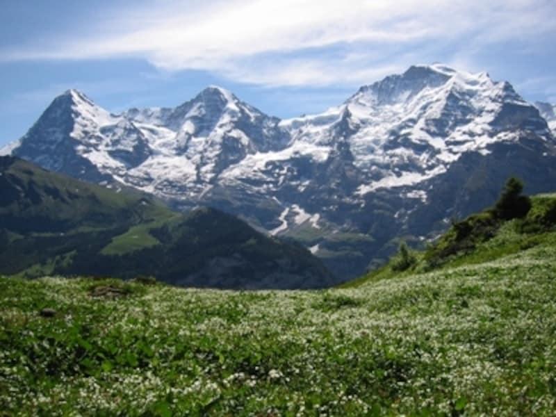 ユングフラウ三山。左からアイガー、メンヒ、ユングフラウの山々