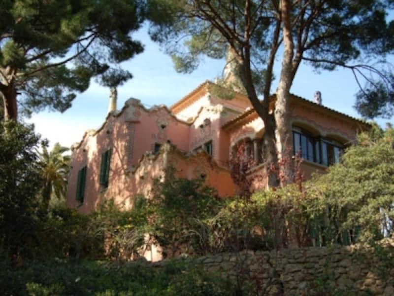 ガウディが病気の父親と共に暮らすために建てた家