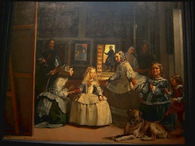 登場人物などを縦に配置したベラスケスが描いた原作。ピカソバージョンには、鳩や当時の妻ジャクリーヌもいます