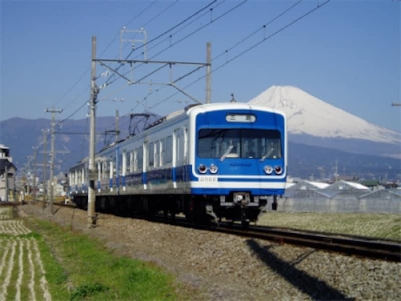 三島、修善寺間をつなぐ「伊豆箱根鉄道」。天気がよければ車窓から富士山が眺められる