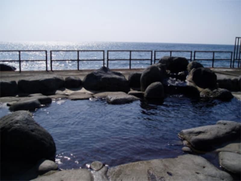 海を前にした高磯の湯(熱川)
